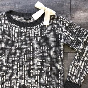 RW&CO cozy bow sweater size small
